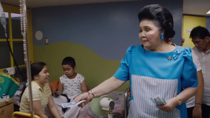 vanityfair_watch-imelda-marcos-hand-out-cash-at-a-hospital-in-the-kingmaker